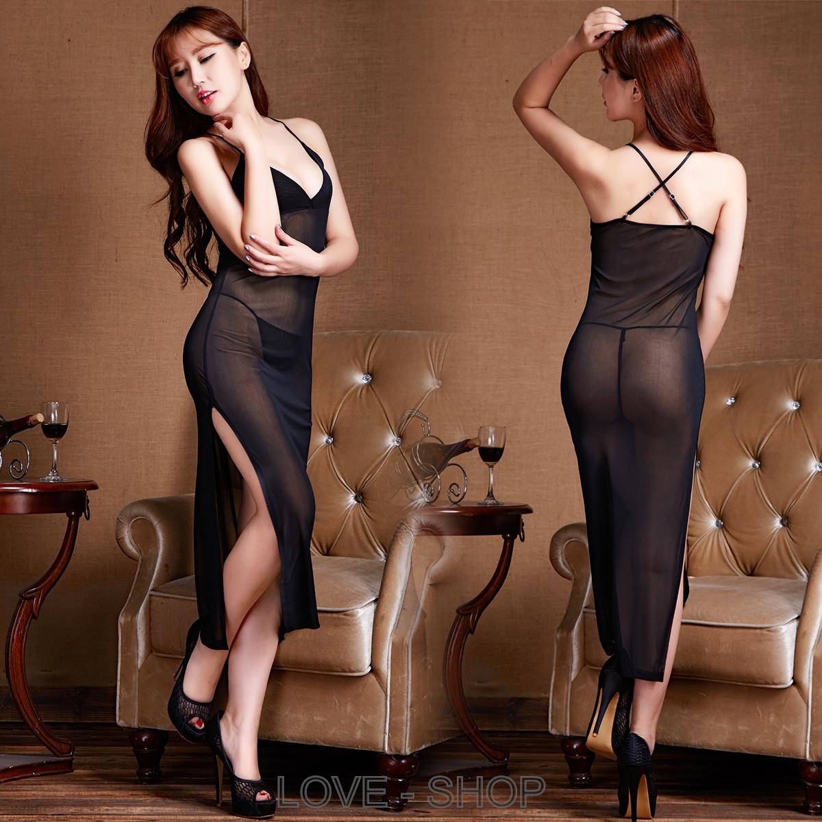 Прозрачное платье.