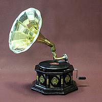 Граммафон. 10 старинных пластинок в подарок покупателю.