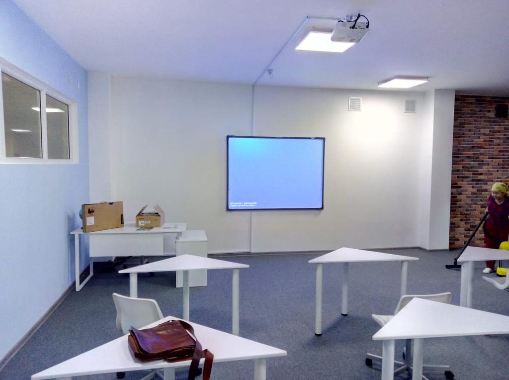 Монтаж проектора, интерактивной доски, проекционного экрана  в школах, детских садах, вузах