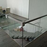 Изготовление и монтаж стеклянных ограждающих конструкций и перил