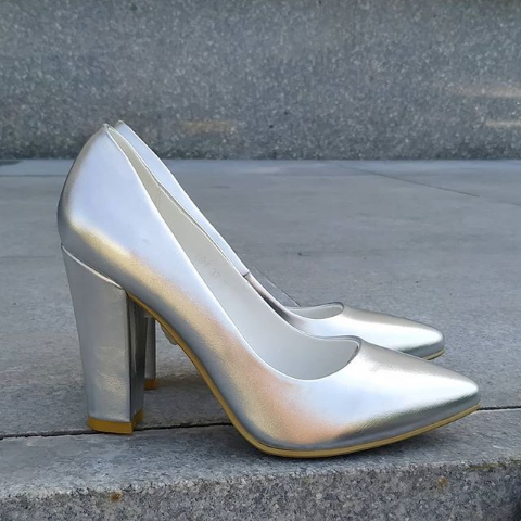 Женские туфли на широком каблуке серебристые 35-39 размер