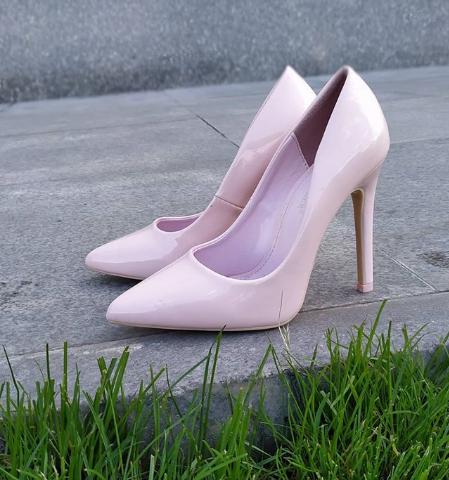 Женские туфли лакированные бежевые 36-40 размер