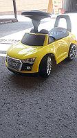 Детская каталка толокар Audi желтая