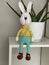 Заяц из хлопка вязанный