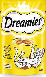 Лакомство Dreamies для взрослых кошек с сыром, 60г