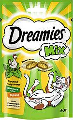 Лакомство для кошек Dreamies MIX, с курицей и кошачьей мятой 60г