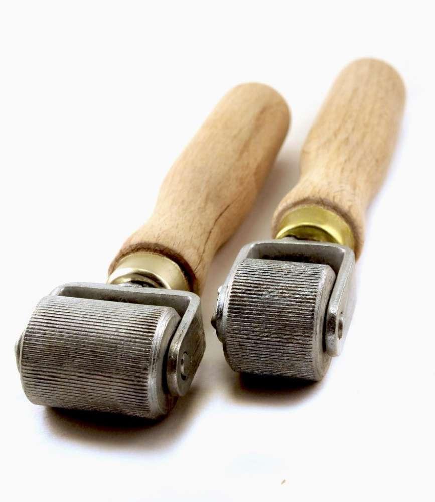 Валик прикаточный (ролик), ширина 35 мм, деревянная ручка для монтажа шумоизоляции