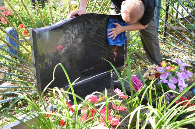 заказать уход за могилой