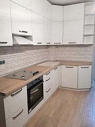 Кухонный гарнитур. Белый. Угловой. 3 * 1,5