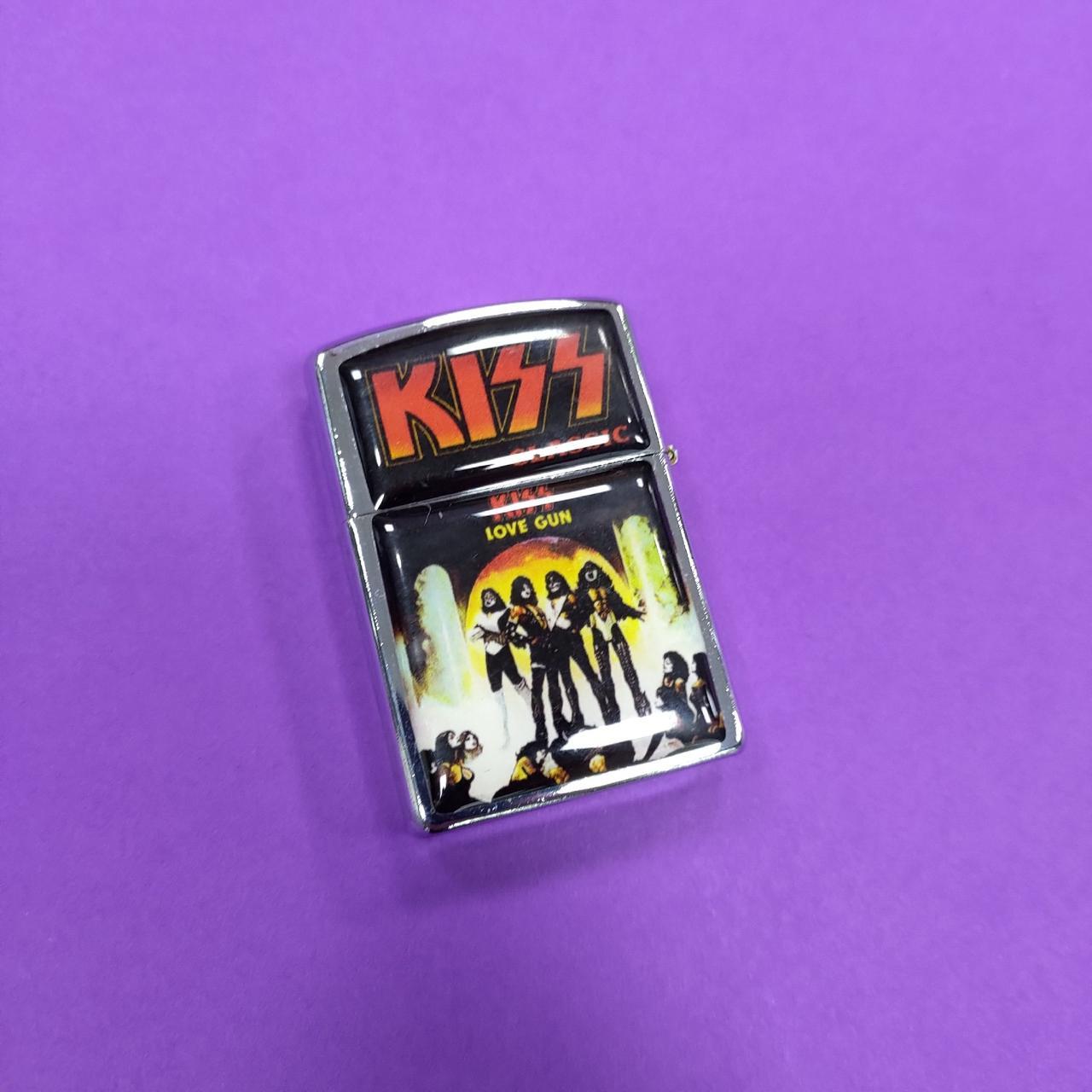 Зажигалка Kiss
