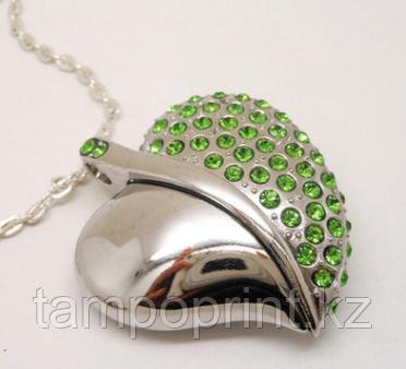 Флешка Сердце с зелеными стразами 16 гб