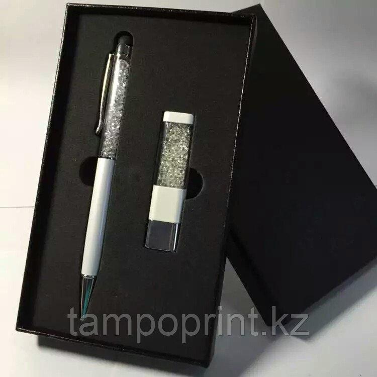 Флешка и ручка стилус в коробочке 8 гб