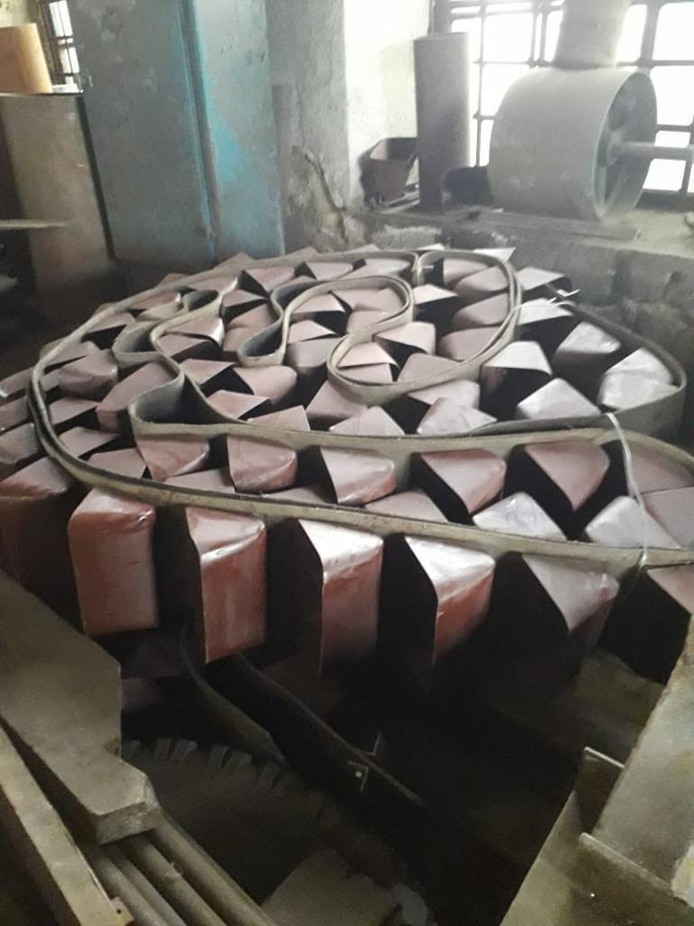 Лента норийная 300 мм в сборе с ковшами по 5 шт на метр