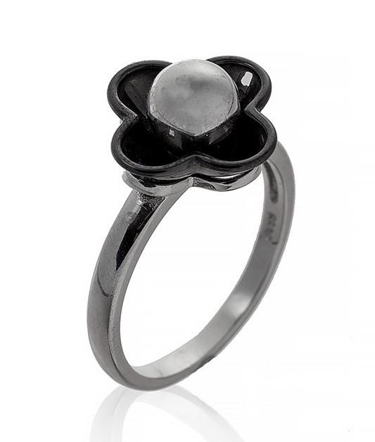 """Серебряное кольцо """"Четырехлистный цветок"""". Вставка: черная керамика, вес: 4,8 гр, размер: 18, покрыт"""