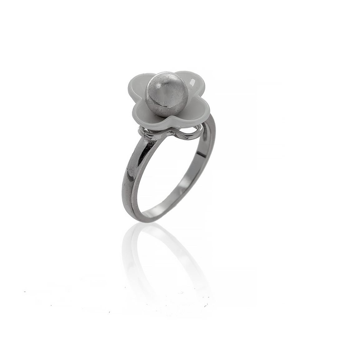 """Серебряное кольцо """"Четырехлистный цветок"""". Вставка: белая керамика, вес: 4,8 гр, размер: 17, покрыти"""