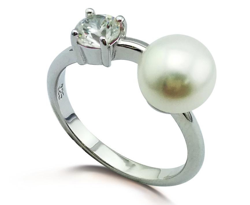 Серебряное кольцо с фианитом и жемчугом. Размер: 17. Вставка:  жемчуг, фианиты. Вес:2  гр. Покрытие:
