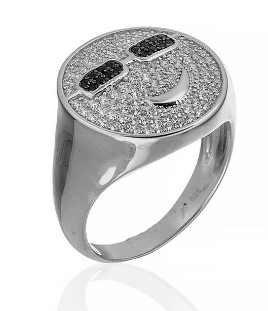 """Серебряное кольцо """"Смайлик"""" из коллекции """"Smile"""". Вставка: белые и черные фианиты, вес: 5 гр, размер"""