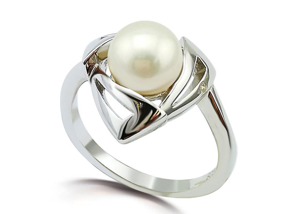 Серебряное кольцо с жемчугом и вставкой из циркона треугольной формы. Размер: 17, вес:2,85 гр, встав