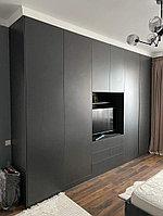 Шкаф, встроенный в спальню (гостиную). Черный. На заказ