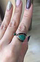 """Серебряное кольцо из коллекции """"Натуральные камни"""". Вставка: малахит, вес: 6,3 гр, размер: 17, покры"""