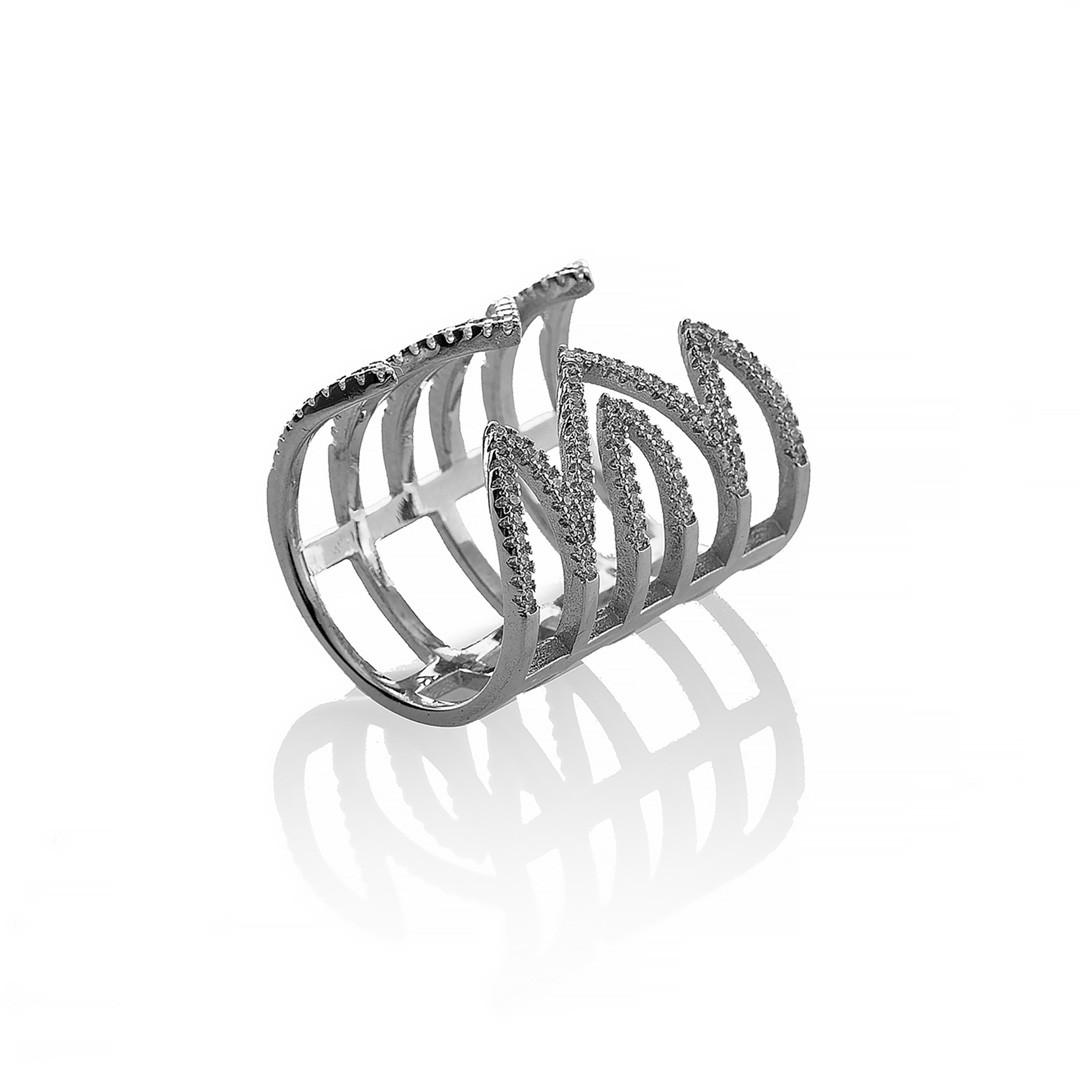 """Серебряное кольцо """"Зигзаг"""". Вставка: белые фианиты, вес: 7,7 гр, размер: 16,5, ширина: 2,4см, покрыт"""