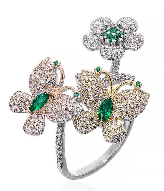 """Серебряное кольцо """"Бабочки и цветок"""". Вставка: белые и зеленые фианиты, размер: 18,5 вес: 8,5 гр, ди"""