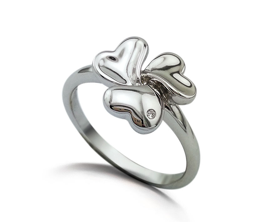 """Серебряное кольцо """"3 сердца"""". Вставка: 1 бриллиант, 0,009 Кр 5/7, вес: 2,02 гр, размер: 17,5, покрыт"""