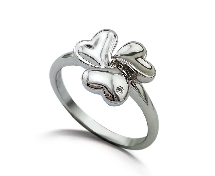 """Серебряное кольцо """"3 сердца"""". Вставка: 1 бриллиант, 0,009 Кр 5/7, вес: 2,02 гр, размер: 16,5, покрыт"""