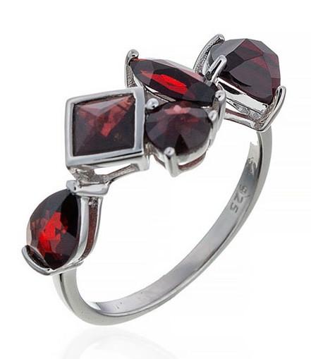 Роскошное серебряное кольцо со вставкой гранат. Вес: 3,4 гр, размер: 19, покрытие родий