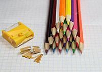 Цветные карандаши / фломастеры...