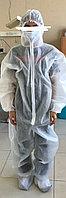 Защитный костюм в комплекте с бахилами