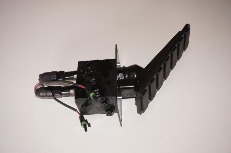 Педаль тормоза с клапаном VB-220-570-63-C5-504-3S00