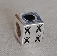 """Серебряный шарм """"Кубик"""". Вставка: черная эмаль, вес: 2,3 гр, покрытие родий"""