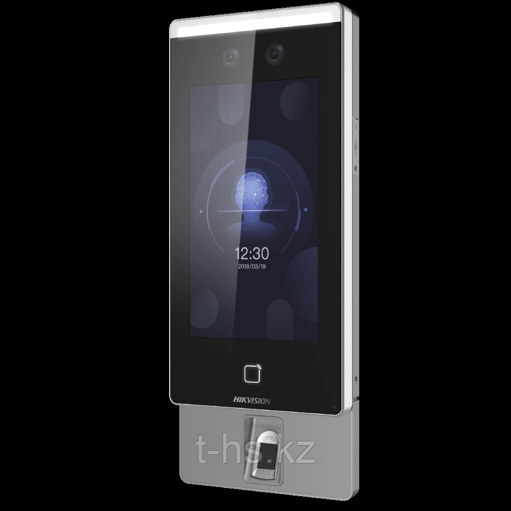 Hikvision DS-K1T607TMW Терминал доступа с распознаванием лиц и встроенным считывателем Mifare карт