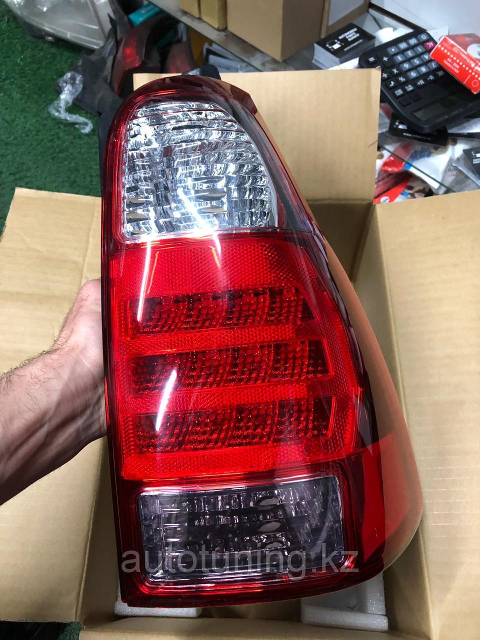 Задний правый фонарь на Toyota 4runner 2005-2009 (рестайлинговый)