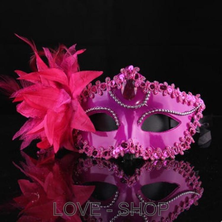 Маскарадная маска с цветком.