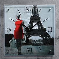 """Часы настенные, серия: Люди, """"Девушка в красном платье в Париже"""", 50х50 см"""