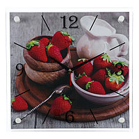 """Часы настенные, серия: Кухня, """"Клубничное счастье"""", 35х35 см, микс"""