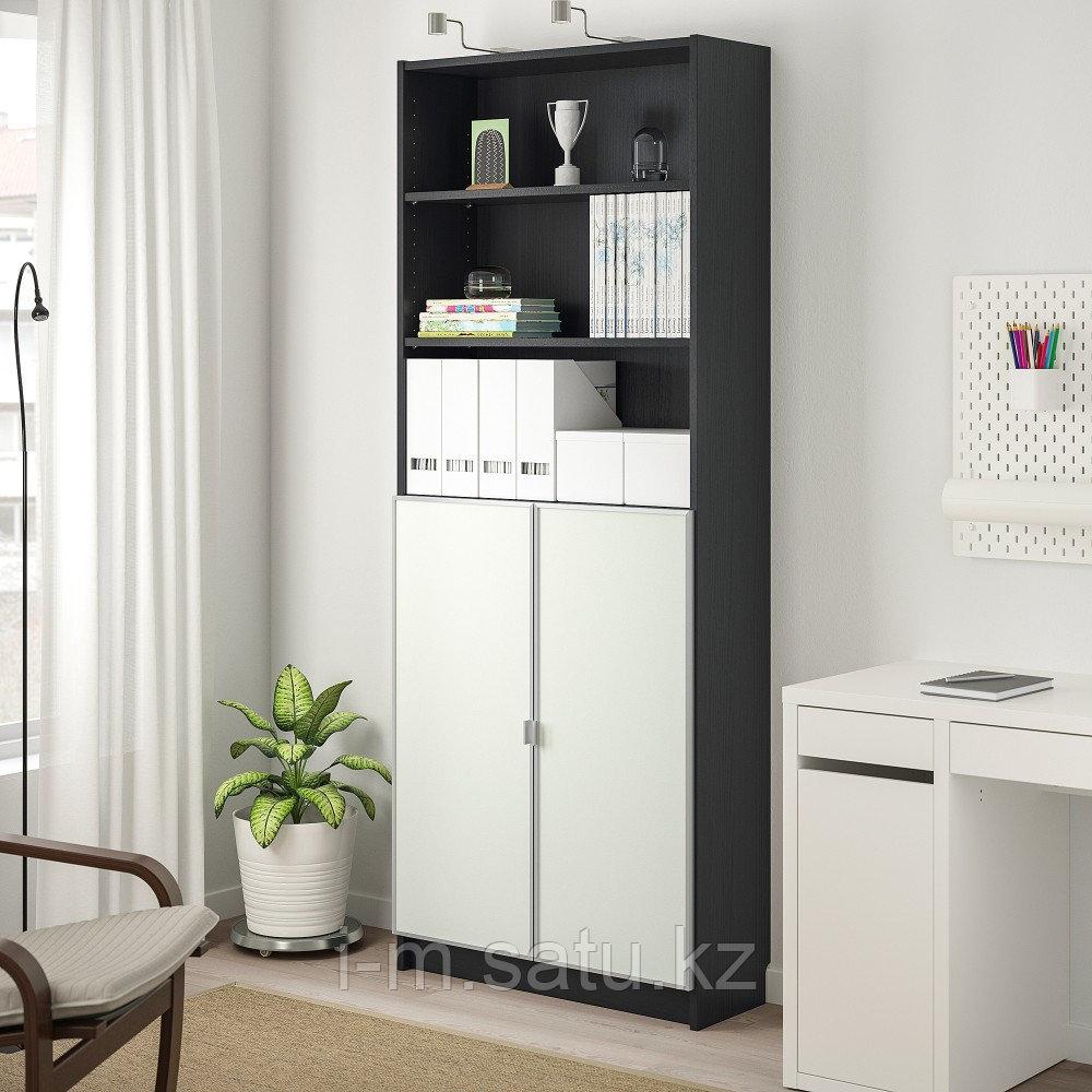 БИЛЛИ / МОРЛИДЕН Шкаф книжный со стеклянными дверьми, черно-коричневый, стекло, 80x30x202 см