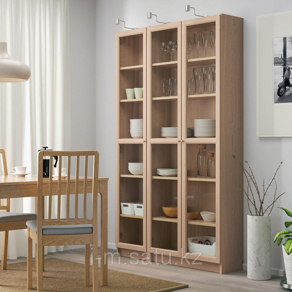 БИЛЛИ / ОКСБЕРГ Шкаф книжный со стеклянными дверьми, дубовый шпон, беленый, 120x30x202 см
