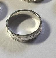 Серебряное обручальное кольцо граненое. Вес: 3,9 гр, размер: 16,5, ширина: 5 мм, покрытие родий