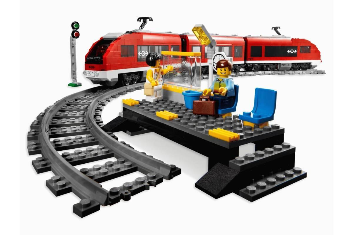 Конструктор Пассажирский красный поезд Lele Сити 763 детали - фото 3