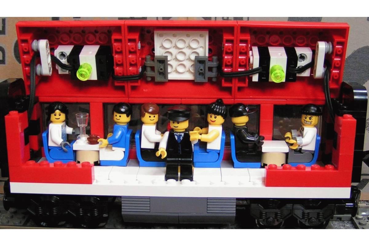 Конструктор Пассажирский красный поезд Lele Сити 763 детали - фото 6