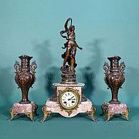 ЧАСОВОЙ ГАРНИТУР В СТИЛЕ ИСТОРИЗМ Совместная работа двух скульпторов Hippolyte Francois Moreau (1832-1927)