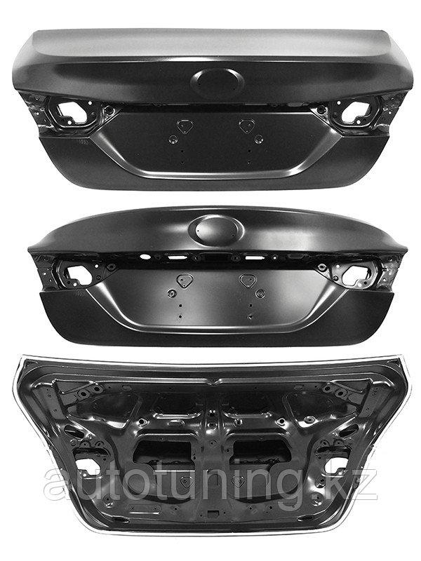 Крышка багажника с герметиком на Тойота Камри 70 2018/2019/2020