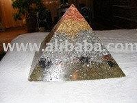 Пирамида. натуральный камень
