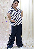 Женский спортивный брючный костюм белого цвета в полоску