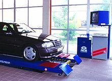 Стенд контроля состояния подвески и рулевого управления на ножничном или плунжерном подъемнике для автомобилей