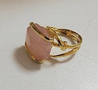Позолоченное кольцо с натуральным камнем из серебра. Вставка: розовый кварц, размер: 19р, вес:10,7гр