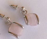 Серебряные серьги с натуральным камнем пусеты(гвоздики). Вставка: розовый кварц, вес: 5,9 гр, длина: